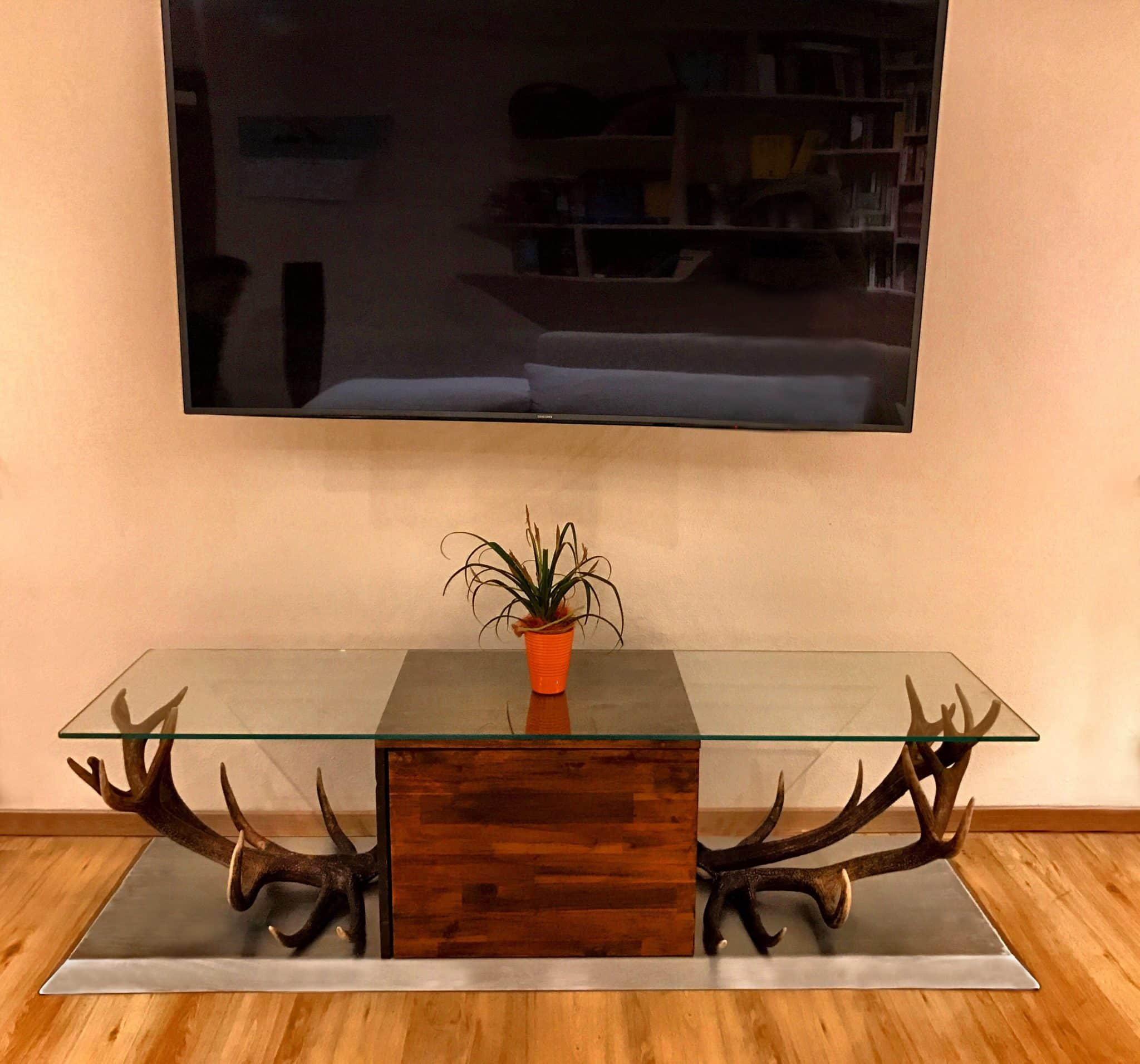 von oh my deer oh my deer hirschgeweih deko geweihlampen geweihm bel uvm. Black Bedroom Furniture Sets. Home Design Ideas