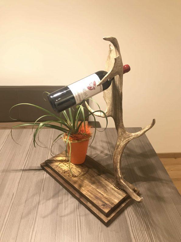 damhirsch geweih weinflaschenhalter von oh my deer oh my deer hirschgeweih deko. Black Bedroom Furniture Sets. Home Design Ideas