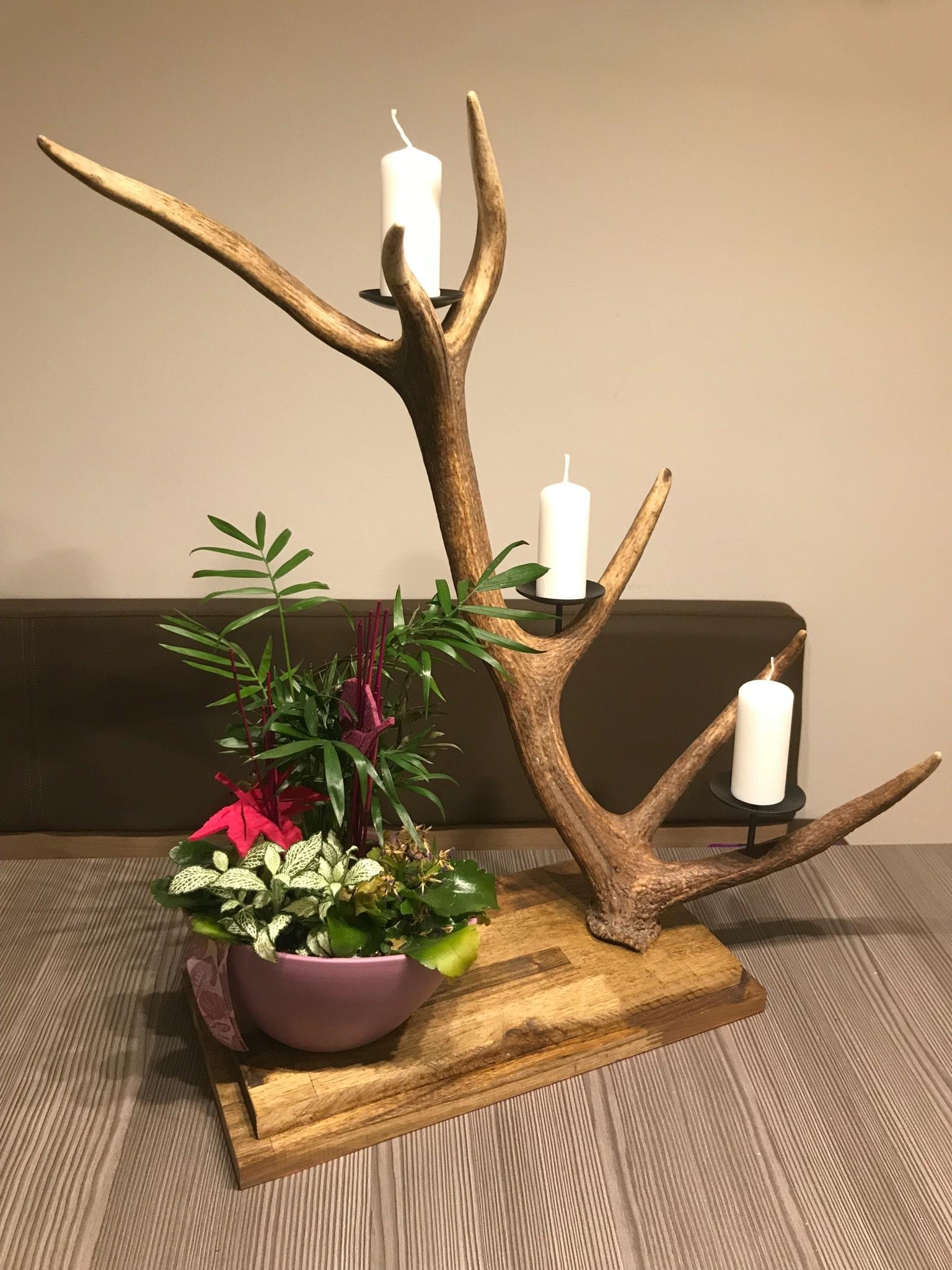 Kerzenhalter aus Geweih ist ein hervorragendes Geschenk für jeden Jäger