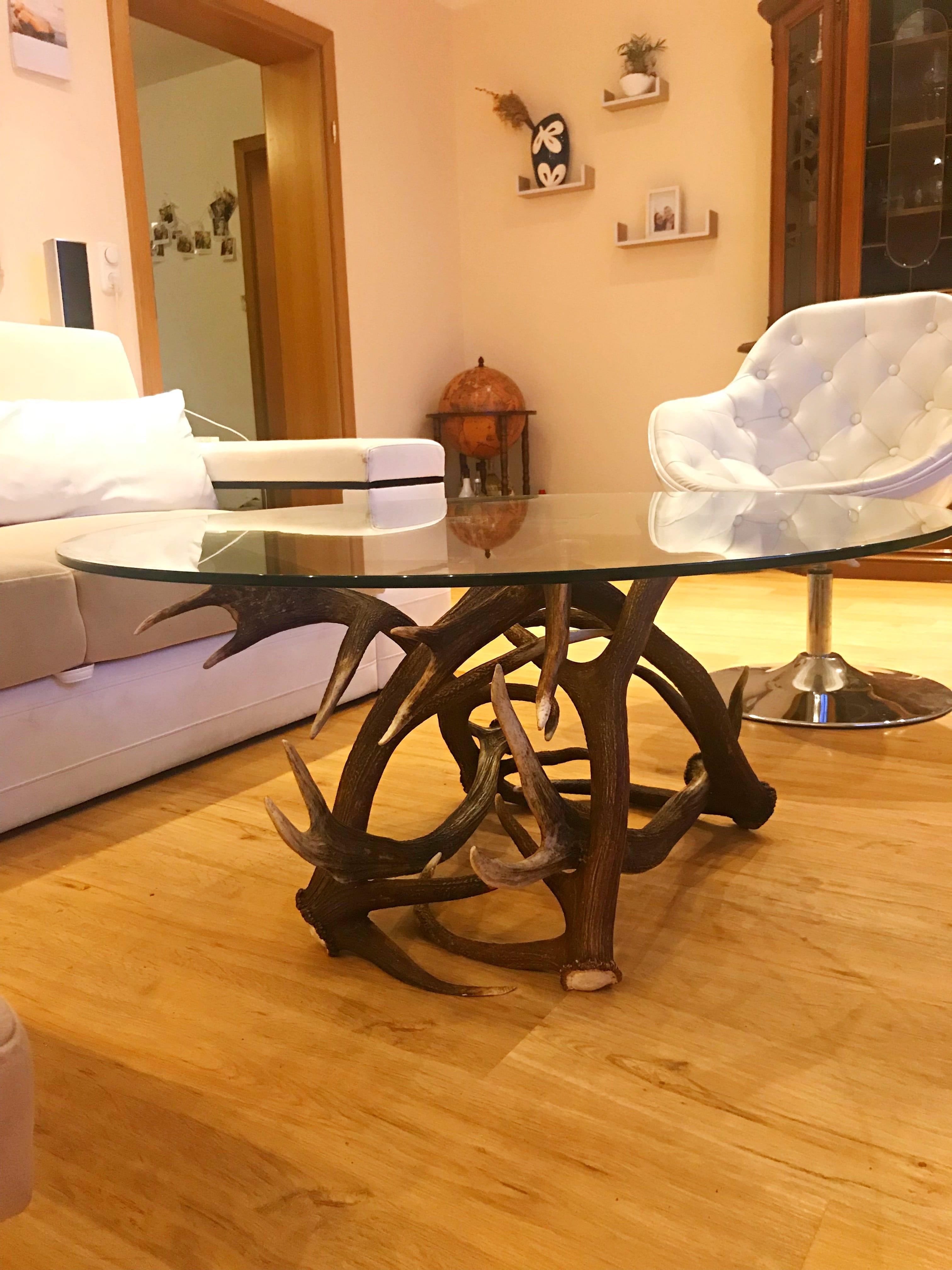 couchtisch rund mit geweih und glas geweih design by oh. Black Bedroom Furniture Sets. Home Design Ideas
