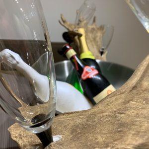 johannes forkl, omd, oh my deer, oh my dear, sektglashalter, geweih deko, hirschgeweih deko, flaschenhalter, sektglashalter, champagnerglashalter, champagnerpraesentation, sektpraesentation, flaschenpraesentation, damhirsch abwurfstangen, praesentation geweih, eklusiver flaschenhalter, exklusiver sektkuehler, exklusiver champagnerkuehler, champagnerkuehler geweih, geweih sektkuehler,